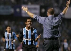 Everton em 2007, marcando pelo Grêmio na 1ª fase da Libertadores